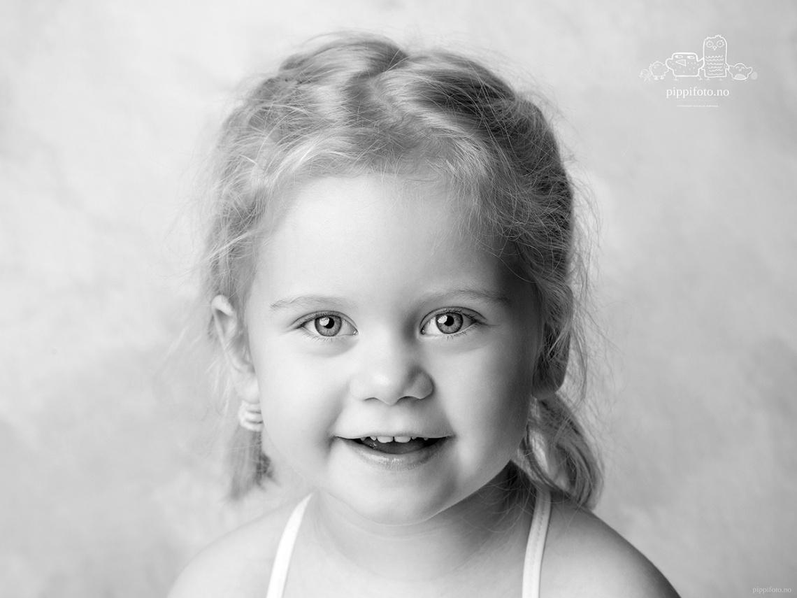 barnefotografering-barneportrett-svart-hvitt-portrett-professjonel_fotograf_babyfoto