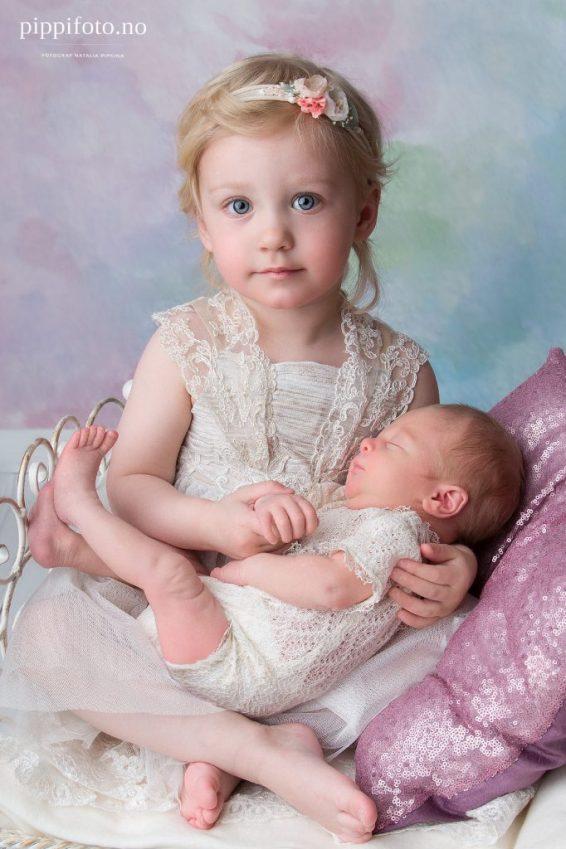 to nydelige prinsesser på familiefotografering