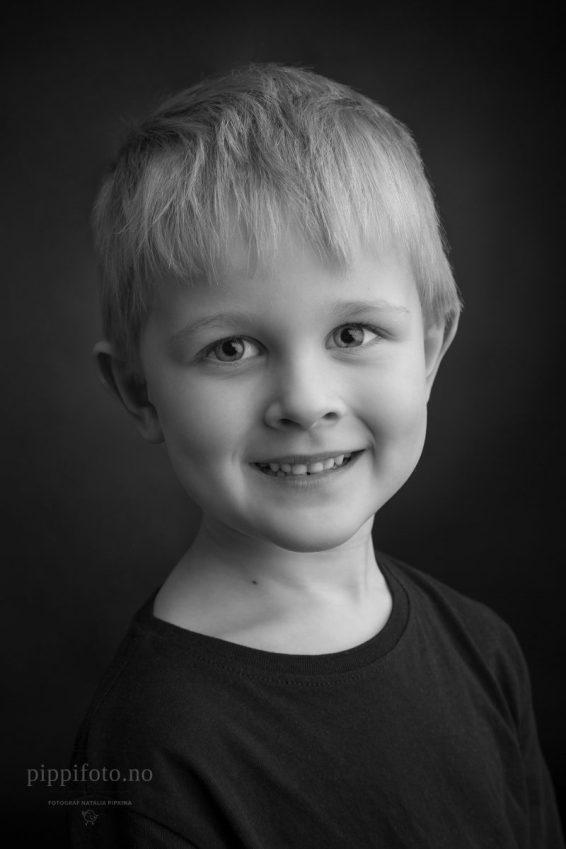barnefotografering-sort-hvitt-portrett