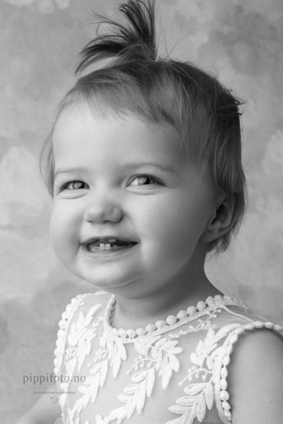 sort-hvitt-barneportrett